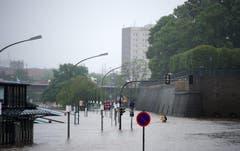 Teile von Dresden drohten erneut in den Fluten der Elbe zu versinken. (Bild: Keystone)