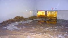 Diese Garage stand in Wollerau unter Wasser. (Bild: Twitter @kingfaebe)