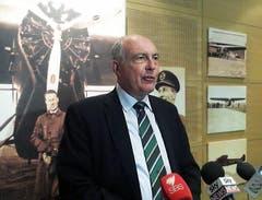 Der Australische Verkehrsminister Warren Truss bei einer Pressekonferenz. (Bild: GEMMA NAJEM)