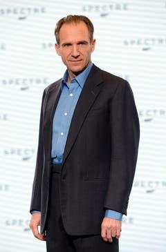 Ralph Fiennes übernimmt - wie am Ende von «Skyfall» (2012) vorgestellt - den Posten als Geheimdienstchef M von Judi Dench. (Bild: Keystone)