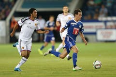 Luzerns Clemens Fandrich (R) gegen Basels Mohamed Elneny. (Bild: Philipp Schmidli)