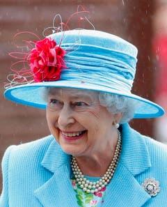 Queen Elizabeth II. bei einem Spitalbesuch in London. (Bild: Keystone)