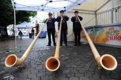 Das Alphorntrio Tells Apfelschuss eröffnete das Fest auf dem Lehnplatz am Samstagmorgen. (Bild: Urs Hanhart / Neue UZ)