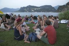 Gemütlichkeit m Abend auf der Wiese. (Bild: André A. Niederberger / Neue NZ)