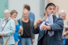Der Strassenkünstler Rufino Clown aus Italien. (Bild: Urs Flüeler/Keystone)
