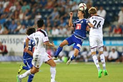 Luzerns Clemens Fandrich (mitte) gegen Basels Daniel Hoegh. (Bild: Philipp Schmidli)