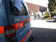 Die Polizei sichert die Spuren. (Bild: Geri Holdener / Bote der Urschweiz)