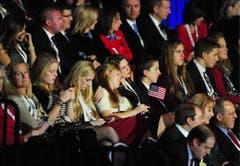 Lange Gesichter bei den republikanischen Anhängern: Mitt Romney unterliegt Barack Obama. (Bild: Keystone)