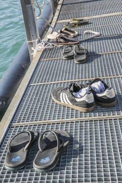 Sie warten auf ihre Besitzer, welche noch auf dem See sind.... (Bild: André A. Niederberger / Neue NZ)