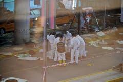 Mitarbeiter der türkischen Spurensicherung ermitteln am Tatort. (Bild: Emrah Gurel)