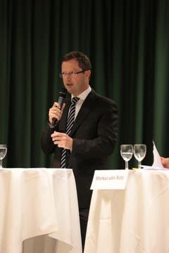 «Weltwoche»-Journalist Keller nahm wie gewohnt kein Blatt vor den Mund: «Die europäische Asyl- und Migrationspolitik gibt es zwar, aber sie funktioniert nicht.» Längst nicht alle Staaten würden das Schengen-Dublin-Abkommen umsetzen. Das Scheitern werde in der jetzigen Phase deutlich sichtbar. Faktisch habe die Schweiz Verträge mit der EU, diese würden aber nicht eingehalten. «Deshalb sollte die Schweiz Massnahmen ergreifen.» (Bild: Roger Zbinden / Neue NZ)
