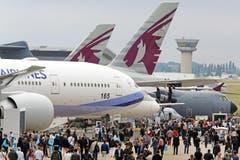 Tausende Besuchewr an der Paris Air Show in Le Bourget. (Bild: Remy de la Mauviniere)