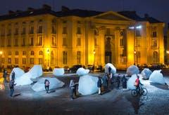 Der dänische Künstler lässt in Paris echtes Grönlandeis schmelzen. (Bild: AP Photo/Jacques Brinon)