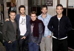 Comeback mit der alten Truppe: 2010 bringt Robbie Williams (r.) mit seinen alten Kollegen von Take That ein neues Album heraus. (Bild: Keystone)