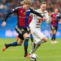 Basels Bjarnason trifft zum 1:0. (Bild: Keystone / Georgios Kefalas))
