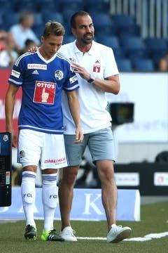 Luzerns Nicolas Haas (L) und Trainer Markus Babbel. (Bild: Philipp Schmidli)