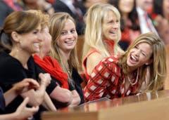 Dina De Laurentiis krümmt sich vor Lachen an der Beerdigung ihres Vaters, dem italienischen Filmemacher Dino De Laurentiis am 15. November 2010. (Bild: Keystone)