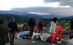Überlebende Bewohner von Amatrice. (Bild: AP Photo /Videostill)