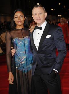 James-Bond-Darsteller Daniel Craig mit Bond-Girl Naomie Harris. (Bild: Keystone)