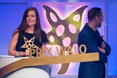 Fernsehmoderatorin Sandra Studer freute sich über den Prix Walo aus der Kategorie «Bühnenproduktion» für «Wanderful». (Bild: KEYSTONE/Ennio Leanza)