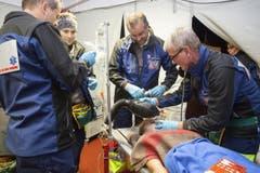 Die Betroffenen wurde auch medizinisch versorgt. (Bild: Edi Ettlin)