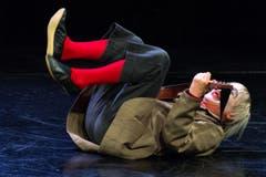 Der Clown führt sein Familienstück «DimiTRIgenerations» auf. (Bild: Keystone / Carlo Reguzzi)