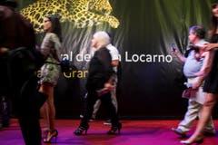 Zahlreiche Gäste besuchen das Filmfestival in Locarno. Der Empfang fand auf dem roten Teppich statt. (Bild: Keystone)