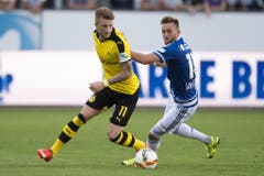 Dortmunds Marco Reus (links) verfolgt von Luzerns Jakob Jantscher. (Bild: Keystone / Urs Flüeler)