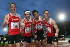 Jubel bei der Schweizer 4x400m Staffel über Rang 3: Luca Flück, Joel Burgunder, Daniele Angelella und Silvan Lutz. (Bild: Philipp Schmidli)