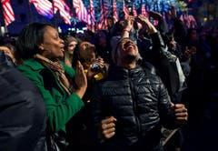 Rockefeller Center in New York: Freude über den Sieg von Obama. (Bild: Keystone)
