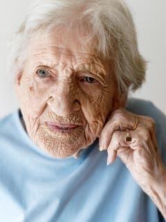 1. Platz, Kategorie Porträt, Claire-Parkes-Bärfuss: Was diese Augen alles gesehen haben mögen, fragt sich, wer ins Gesicht der 101-jährigen Frau schaut, die Mara Truog für das Migros Magazin porträtiert hat (Bild: Swiss Press Photo / Mara Truog)