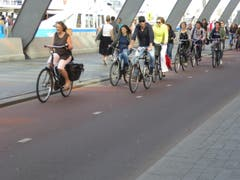 Amsterdam, Vortritt fèr Velofahrer (Bild: Hans Scheidegger)