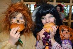Löwe Emma und Hexe Nora haben ganz schön Hunger. (Bild: Romano Cuonz)