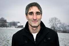 Roger Erni (44, Ex-Stürmer): «Mit dem SC Kriens erlebte ich 1997 nach dem Aufstieg in die NLA einen Sommer, den ich nie mehr vergessen werde. Wir bezwangen auf dem Kleinfeld der Reihe nach den FC Luzern, GC und Basel. Beim 3:1-Sieg gegen Basel erzielte ich mein einziges NLA-Tor – und machte danach für meine Fans den berühmten ‹Ernie-Flieger›.» (a.k.) (Bild: Philipp Schmidli)