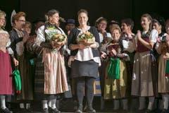Die Macher Elena Kaiser und Dunja Rutschmann erhalten langen Applaus. (Bild: André A. Niederberger / NZ)