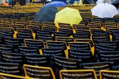 Noch sind die Stühle leer: Am Abend ist die Piazza Grande mit 8000 Sitzplätzen oft bis auf den letzten Platz besetzt. (Bild: Keystone)