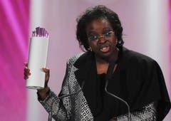 Friedenskämpferin aus Senegal, Bineta Diop, gewinnt den SwissAward in der Kategorie Gesellschaft (Bild: Keystone)