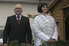 Eine Parodie auf die Bundesräte Maurer und Leuthard, welche den Kanton Nidwalden dieses Jahr besuchten. Man beachte das Kleid von «Doris Leuthard», welches doch schon des Öfteren von der Presse wahrgenommen wurde. (Bild: André A. Niederberger)