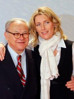 Die Schauspielerin Maria Furtwängler und ihr Mann, der Verleger Hubert Burda, posieren am 21. Februar 2007 in Berlin vor einer Film-Premiere. Am 9. Februar 2010 wurde Hubert Burda 70 Jahre alt. (Bild: Keystone)