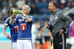 Klare Worte: Der FCL-Coach Markus Babbel spricht mit Markus Neumayr. (Bild: Philipp Schmidli / Luzerner Zeitung)