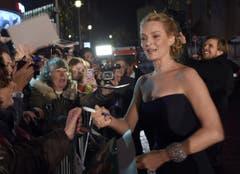 US-Schauspielerin Uma Thurman gibt Autogramme. (Bild: Keystone)