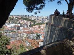 """Ausblick vom """"Castelo de Jorge"""" über Lissabon. (Bild: Josef Habermacher)"""