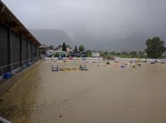 Ein Gewitter setzte gegen 16.30 Uhr den Platz unter Wasser. (Bild: Geri Holdener, Bote der Urschweiz)