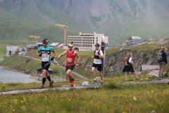 Der Gesamtsieger des Wettkampfes ist Mathias Fanger (Dritter von links) und Gesamtsiegerin ist Bernadette Gisler. (Bild: Roger Zbinden (Neue LZ))