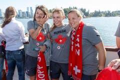 V.l.n.r.: Florijana Ismaili, Nicole Remund, Tothüterin Stenia Michel an Bord der «Magic Charm». (Bild: KEYSTONE / SALVATORE DI NOLFI)