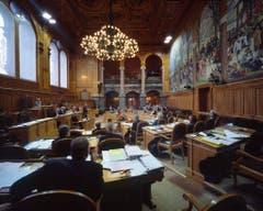 Blick in den Ständeratssaal. Und das sind die 46 gewählten Nationalräte im Bild (sortiert nach Kanton und Name): (Bild: Keystone / Gaetan Bally)