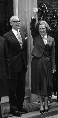 Margaret und Denis Thatcher beim Einzug in No. 10 Downing Street (1979). Über ihren Mann schrieb Thatcher: «Premierministerin zu sein, ist ein einsamer Job. (...). Aber mit Denis an meiner Seite war ich nie allein. Was für ein Mann. Was für ein Ehemann. Was für ein Freund.» (Bild: Keystone)