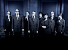 2002 (von links): Joseph Deiss, Pascal Couchepin, Moritz Leuenberger, Bundespräsident Kaspar Villiger, Ruth Metzler, Ruth Dreifuss, Samuel Schmid und Bundeskanzlerin Annemarie Huber-Hotz. (Bild: Bundeskanzlei / Reto Camenisch)