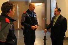 Xaver Schuler trifft im Wahlzentrum ein. (Bild: Geri Holdener)