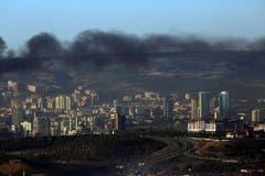 Rauch über der Hauptstadt Ankara. Der Rauch kommt von Gebäuden in der Nähe des Präsidentenpalastes von Recep Tayyip Erdogan. (Bild: AP Photo/Ali Unal)